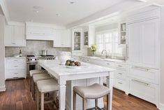 Lake Minnetonka Tailored White Kitchen - Traditional - Kitchen - minneapolis - by Liz Schupanitz Designs