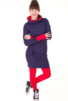 Viva la Mama | Nursing dress / maternity dress / OSLO // navy and red/ long-sleeved / hoody. A comfortable and sporty dress for pregnancy, maternity, breastfeeding & everyday use.