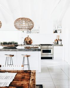 You have got a kitchen lighting ideas, we've got ideas to make it better - including tips, pictures, and storage solutions. Get design inspiration from these amazing kitchen lighting ideas. Interior Design Kitchen, Kitchen Decor, Kitchen Styling, Kitchen Lamps, Küchen Design, House Design, Design Ideas, Design Inspiration, Design Layouts