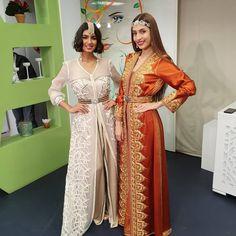 L'image contient peut-être: 2 personnes, personnes debout Sari, Caftans, Collection, Marrakech, Instagram, Womens Fashion, Shopping, Style, Haute Couture