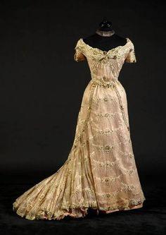 Evening dress ~ (1900's)