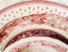 red and white dishes Vintage Dishes, Vintage China, Vintage Love, Christmas China, Christmas Dishes, Red And Pink, Red And White, Red Cottage, White Dishes