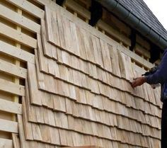entreprise construction charpente maçonnerie torchis Normandie bardeau Exterior Wall Cladding, Wood Facade, Timber Cladding, Exterior Siding, Tiny House Exterior, Ranch Exterior, Rustic Exterior, Bungalow Exterior, Craftsman Exterior