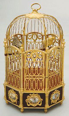 Bird cage clock, gilded bronze, enamels and porcelain. San Lorenzo de El Escorial, Royal Palace, National Heritage.
