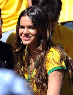 Neymar's girlfriend Bruna Marquezine looks on during the 2014 FIFA. Hot Football Fans, Football Girls, Soccer Fans, Bruna Marquezine And Neymar, Neymar Girlfriend, Bruna Marquezini, Neymar Pic, Perfect Couple, Girl Inspiration