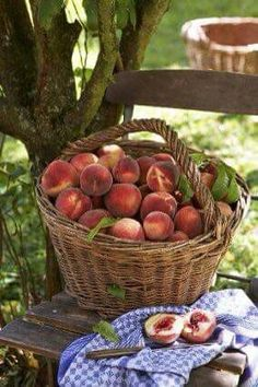 You could almost smell the freshness of those peaches, yum 😋