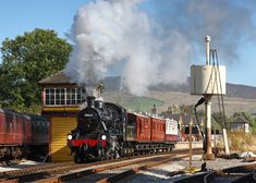 78019 leaves Bolton Abbey with the 15.10 Vintage train to Embsay. 26.9.09. (Neil Harvey)