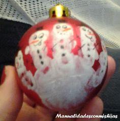 Manualidades con mis hijas: Bola de Navidad decorada con la huella del bebé. Christmas. Kids crafts. Handprint