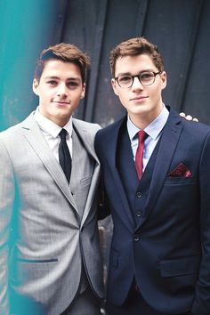 Tomorrow Jack and Finn Harries will be attending the BAFTAS, a British awards ceremony for film and actors similar to the Oscars in America. (I can't wait to have new photos of the boys dressed to the nines and looking like gentlemen in proper suites. Finn Harries, Beautiful Men, Beautiful People, Amazing People, Jack Finn, Cute Twins, Raining Men, Celebs, Celebrities