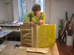 Take a look at the Flickr set to see how this book is build. Amazing! Por el Alma de Chile by maria jose illanes, via Flickr