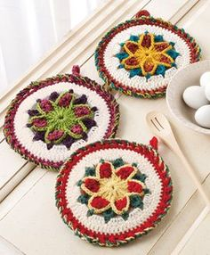 Scrap Project of the Month. Star Potholder. Free crochet pattern.