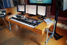 Related image Studio Desk Music, Home Studio Musik, Music Desk, Home Studio Setup, Recording Studio Design, Studio Ideas, Choses Cool, Music Corner, Desk Inspiration