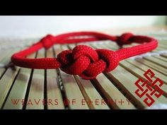 How to Tie an Eternity Knot Paracord Bracelet Tutorial