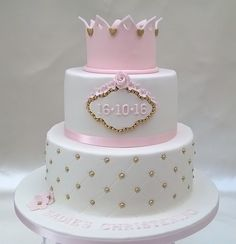 Two tier princess cake with crown