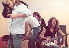 Ed King, roadie?, Billy Powell and Allen Collins. Great Bands, Cool Bands, Billy Powell, Gary Rossington, Ed King, Allen Collins, Common People, Lynyrd Skynyrd, Led Zeppelin