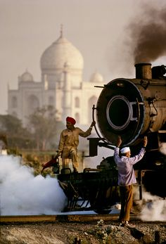 Stunning India Train Scene ...hate when there are no photo credits grrr