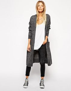 Long cardigan, skinny jeans and sneakers.