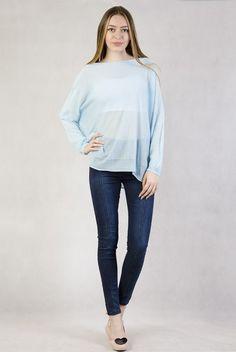 Niebieski sweterek oversize z długim rękawem