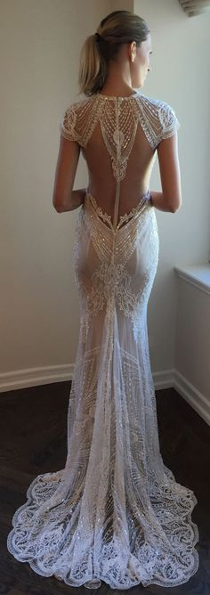 The back detailing on this @bertabridal wedding dress is simply exquisite.