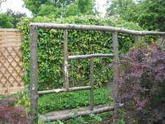 Trellis/fence/something to keep the dogs from running thru the flower bed Gitter / Zaun / etwas, das Trellis Fence, Garden Trellis, Garden Planters, Trellis Ideas, Landscaping Work, Landscaping With Rocks, Rustic Arbor, Tree Care, Rustic Gardens