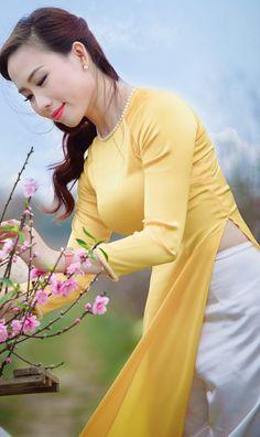 Vietnamese Clothing, Female Poses, Us Navy, Ao Dai, Asian Beauty, Curvy, Disney Princess, People, Photography