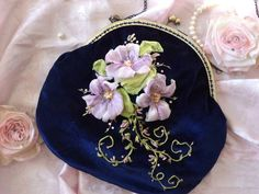 Imagine such a pretty bag! Ribon Embroidery, Ribbon Embroidery Tutorial, Embroidery Designs, Lace Beadwork, Ribbon Art, Ribbon Flower, Embroidered Bag, Wedding Fabric, Beaded Purses