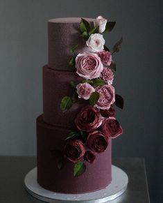 The 11 hottest wedding cake trends right now - Modern wedding cakes - Modern Weddin . - The 11 hottest wedding cake trends right now – modern wedding cakes – modern wedding cakes - Black Wedding Cakes, Beautiful Wedding Cakes, Gorgeous Cakes, Pretty Cakes, Cake Wedding, Burgundy Wedding Cake, Wedding Cake Purple, How To Make Wedding Cake, Fruit Wedding