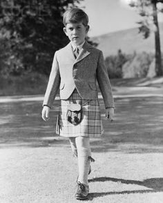 yoursweetremedy:  Prince Charles in a kilt