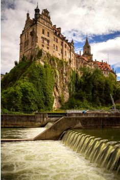 Schloss Sigmaringen Castle Germany | Cliff Castles | Beautiful Castles of the World | Castles on Cliffs | Cliffside Castles | Fairytale Castles | Travel Photography | Fantasy Castles | Beautiful Places | Beautiful Nature | Germany Travel | Photo by PhotoTomek/Bigstock for AdventureDragon.com | #Castles #TravelPhotography #Germany #Fairytale
