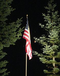 Beautiful. The only way to display the US flag at night: with a spotlight on it all night long.