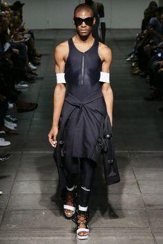 胡德通過空氣彈簧2016年成衣系列圖片 - 時尚