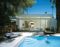 Completed in 1962 in Palm Springs, United States. For Donald Wexler modern architecture is simply the right way to design. One of the true fundamental Modernist, Donald Wexler began his career. Palm Springs Häuser, Palm Springs Style, Living Pool, Modernism Week, Desert Homes, Steel House, Mid Century House, Modern Exterior, Mid Century Modern Design