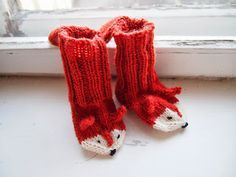 How sweet are these? ❤️ Fox Socks(Finnish Free Pattern) Oh. How sweet are these? Knitting For Kids, Crochet For Kids, Knitting Socks, Free Knitting, Knitting Projects, Baby Knitting, Crochet Projects, Knitting Patterns, Slippers