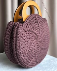 Crochet Backpack, Crochet Tote, Crochet Handbags, Crochet Purses, Diy Crochet, Crochet Stitches, Crotchet Bags, Knitted Bags, Sewing