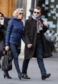 Emmanuel et Brigitte Macron - Mars 2015 Emilia Clarke, Celebrity Casual Outfits, Celebrity Style, Game Of Thrones Girl, Beaux Couples, Emmanuel Macron, Red Midi Dress, Queen Dress, Checked Blazer