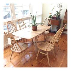 Conjunto comedor mesa y sillas Ercol, originales de los años 60, decapadas y con acabado natural. #thenave #deco #design #diseño #diseñointerior #decoracion #diseñodeinteriores #home #house #hotel #hostal #homedecor #housedecor #interiordesign #mobiliario #store #coruña #galicia #vintage #ercol #chair #silla #table