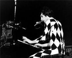 Freddie Mercury, Queen, NYC, 1977 Morrison Hotel, Queens Nyc, Rock Queen, Somebody To Love, Queen Freddie Mercury, Queen Band, Rock Groups, John Deacon, Best Rock