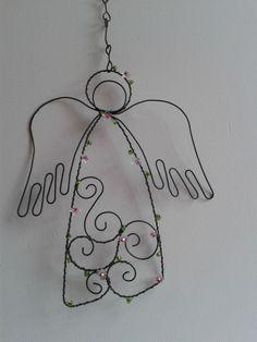 andílek menší drátěný andílek k zavěšení-vel-na výšku-20cm,je opleten skleněnými kytičky a korálky,