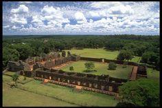 Cultura Guaraní: Ruinas de San Ignacio Miní (Misiones). Argentina.