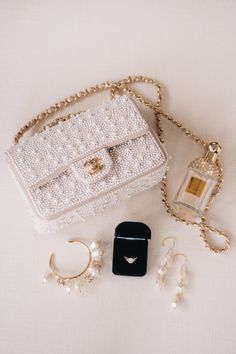 Classic Chanel For Bride's Wedding Day Nothing says 'elegance' like Chanel! This bride's lovely wedding accessories included a stunning Chanel pearl flap handbag. Luxury Purses, Luxury Bags, Luxury Handbags, Chanel Handbags, Purses And Handbags, Chanel Bags, Sacs Design, Chanel Pearls, Accesorios Casual