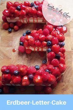 Fake-Letter-Cake // Strawberry cake from frozen cream slices . Cheesecake, Raspberry, Strawberry, Make An Effort, Snacks, Hamburger, Frozen, Cream, Baking