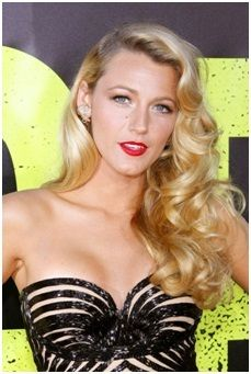 Celebrity Hair and Makeup Trends - Glamour Blake Lively looks every bit like a silver screen siren with her old Hollywood fingerwaves and classic red lip. We love this look because it withstands the test of time—it was popular then and it's popular now. Vintage Hairstyles, Down Hairstyles, Pretty Hairstyles, Wedding Hairstyles, Gatsby Hairstyles, Retro Curls, Vintage Curls, Vintage Waves, Retro Waves