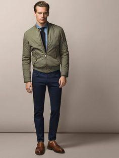 Jaqueta Masculina. Macho Moda - Blog de Moda Masculina: Jaqueta Masculina: 5 modelos que estão em alta pra 2017. Moda Masculina, Moda para Homens, Roupa de Homem, Moda Masculina Inverno 2017, Roupa de Homem Inverno, jaqueta Bomber Masculina Verde Militar, Gravata, Camisa, Calça Skinny Azul, Sapato Monk Strap Marrom