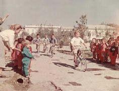 Соревнования в детском саду, 1950-е 1950-01-01 - 1959-12-31 Street View, Painting, Sport, Deporte, Painting Art, Sports, Paintings, Painted Canvas, Drawings