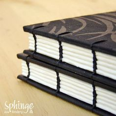 Coptic binding for a confortable painting experience. 180º opening  /  Costura copta para pintar con comodidad. Apertura 180º