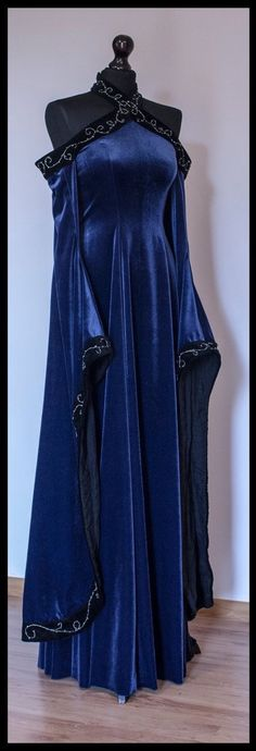 Sigyn, Goddess of Constancy Medieval gown Pretty Outfits, Pretty Dresses, Beautiful Outfits, Medieval Dress, Medieval Clothing, Medieval Outfits, Medieval Witch, Medieval Fashion, Fantasy Gowns