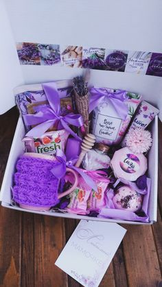 Birthday Presents For Friends, Creative Birthday Gifts, Cute Birthday Gift, Birthday Box, Mother's Day Gift Baskets, Christmas Gift Baskets, Bff Gifts, Cute Gifts, Birthday Packages