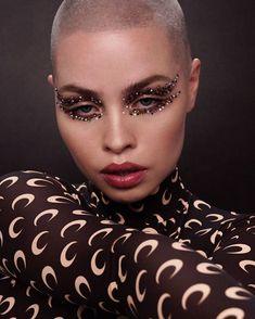 21 Abstract Makeup Looks That Are Totally Selfie-Worthy Makeup Trends, Makeup Inspo, Makeup Art, Makeup Inspiration, Beauty Makeup, Makeup Ideas, Drugstore Beauty, Rhinestone Makeup, Glitter Makeup