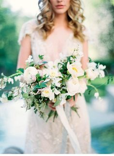 Organic Parisian Wedding Inspirations at The Swan House, photo: Sally Pinera