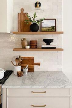 Kitchen Shelf Decor, Shelf Brackets Kitchen, Bookshelf In Kitchen, Open Shelf Kitchen, Modern Kitchen Decor, New Kitchen, Kitchen Ideas, Home Kitchens, Kitchen Remodel